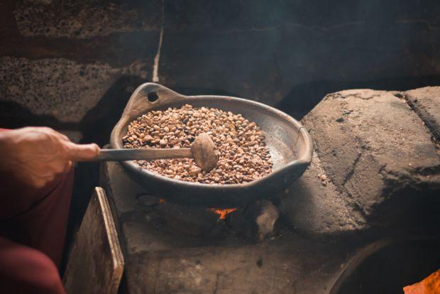 Индонезия состоит в списке топ-5 крупнейших поставщиков кофейного зерна. Ежегодно здесь производится несколько сотен тысяч тонн зеленого сырья, преобл