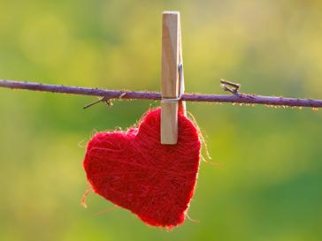 Всесвітня організація охорони здоров'я (ВООЗ) офіційно включила кохання до списку психічних захворювань. Новій недузі привласнили номер F63.9.