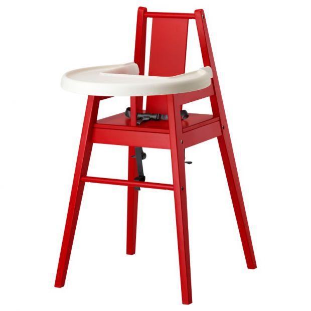 Если ваш малыш уже подрос, то спокойно можете сажать его в специальное кресло для кормления.