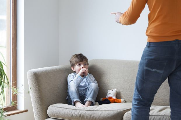 Багато хто вважає важливим і навіть обов'язковим у вихованні суровість з боку батьків і послух з боку дитини «Роби, що тобі говорять! Я краще знаю!» А
