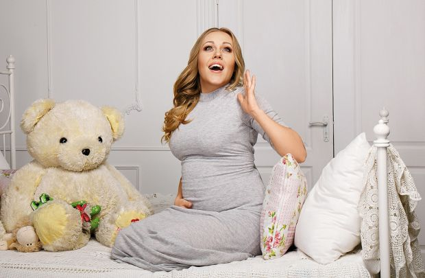 Будущие мамы и те, у которых уже родились крохи, имеют свои требования к одежде
