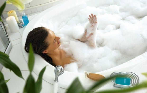 Фахівці Наукового центру акушерства, гінекології та перинатології імені академіка В. В. Кулакова стверджують, що ванна з піною шкідлива для жіночого з