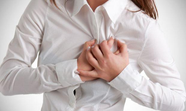 Якщо у вас болить серце чи біля нього, то варто звернутися до спеціаліста. Самолікування при появі болю в області серця вкрай небезпечне. Тому, щоб не