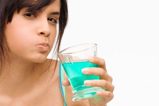 Не поспішайте купувати м'ятні жувальні гумки або льодяники, якщо ви зіткнулися з проблемою неприємного запаху з рота. Експерти підкреслюють, що м'ята
