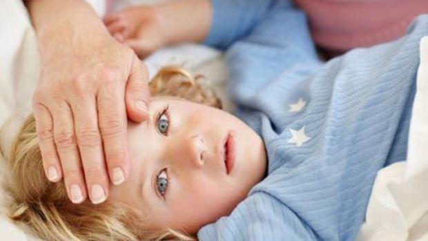 Як визначити чи є у малюка температура, якщо у вас при собі не має термометра? Декілька простих порад для батьків.