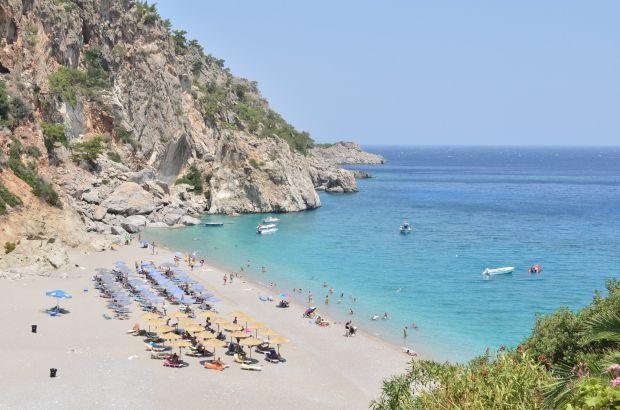 Країна з теплим сонячним кліматом та розкішними пляжами автоматично стає гарним місцем для сімейного відпочинку з дитиною. Але Греція – це значно біль