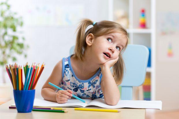 Талановита дитина перш за все відрізняється від своїх ровесників певним талантом, наприклад, вона добре справляється з математикою або має почуття рит