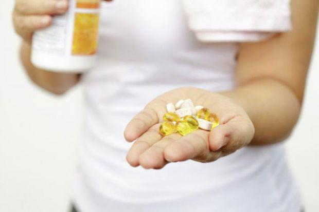 Більшість дієт обмежують калорійність раціону, і часто це відбувається за рахунок білкової їжі, що може негативно відбитися на стані волосся і нігтів.