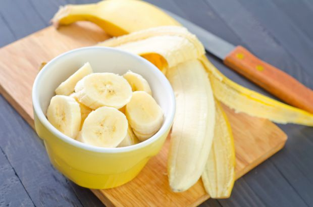 У банані міститься багато потрібних елементів для здоров'я, і він допоможе відновити стан шкіри.
