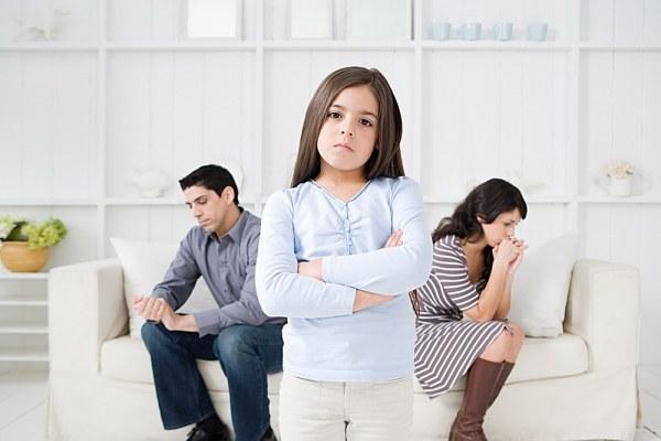 Позбавлення батьківських прав - юридична процедура, яка здійснюється і приводиться в дію судовими органами за місцем проживання. Батько, що позбувся ц
