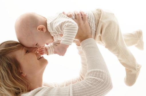 У наш час, як би дивно це не звучало, але пізнє материнство в суспільстві піддається  осуду. Це показало опитування, проведене у Великобританії. Саме