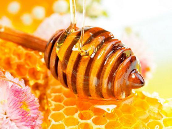 Після декількох неприємних інцидентів медики попередили батьків, що мед може стати причиною небезпечних захворювань у дітей. У якому віці дитині не сл