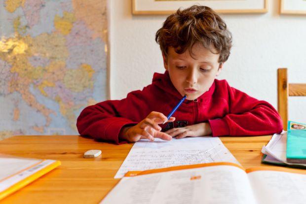 Британські вчені з Королівського коледжу Лондона вважають, що екзамени у школах зовсім непотрібні, оскільки успішність учня можна визначити і без них.