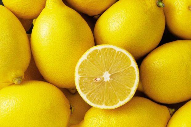 Лимон допоможе знизити тиск.