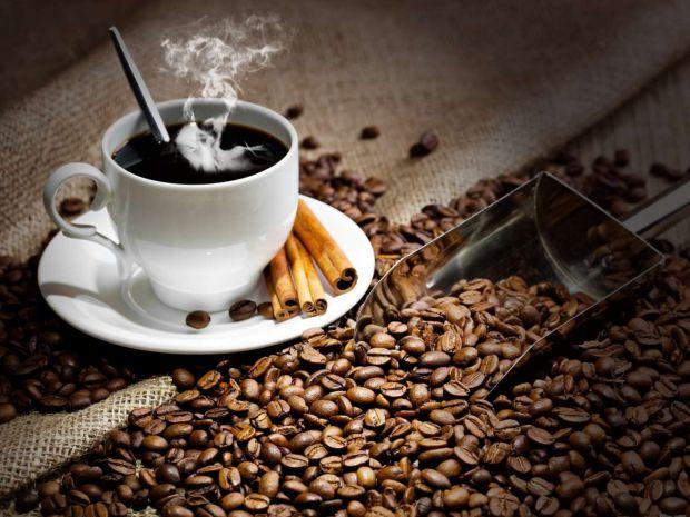 Лікарі з'ясували, що кава діє на мозок як стимулятор активної мозкової діяльності. Тому при різкій відмові від кави людина може відчувати сильні голов