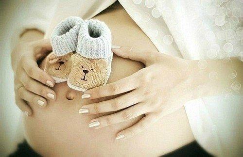 Медики переконані, що вживання вагітними достатньої кількості води і фруктів знижує ризик передчасних пологів. Також фахівці рекомендують додати в рац