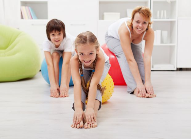 Одні батьки вважають зарядку зайвою («а навіщо - у школі ж є фізкультура!»), У інших немає зайвих 15-20 хвилин на дітей, «тому що робота!». І лише дея