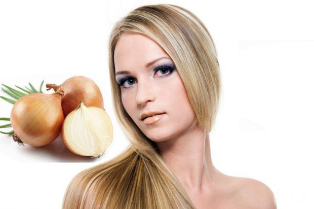 Використання цибулевого соку - це надійний спосіб збільшення об'єму росту волосся і стимулювання швидкості росту.