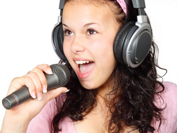 3911_woman-singing.jpg (46.53 Kb)