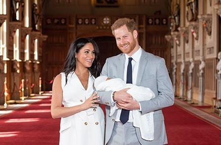 Принц Гаррі й Меган Маркл вперше показали обличчя сина (Відео)