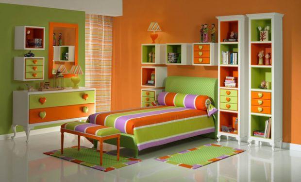 Багато батьків, які очікують на малюка або роблять ремонт у дитячій кімнаті, думають, куди поставити ліжко, щоб зробити комфортною зону сну. Декілька