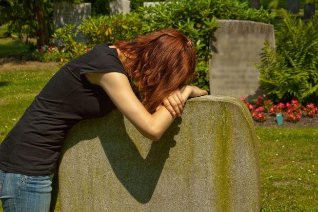 Спеціалісти з Шотландії прийшли до висновку, що чоловікам простіше пережити втрату партнера.