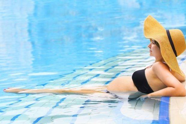 5 вправ у воді для вагітних, які полегшать пологи