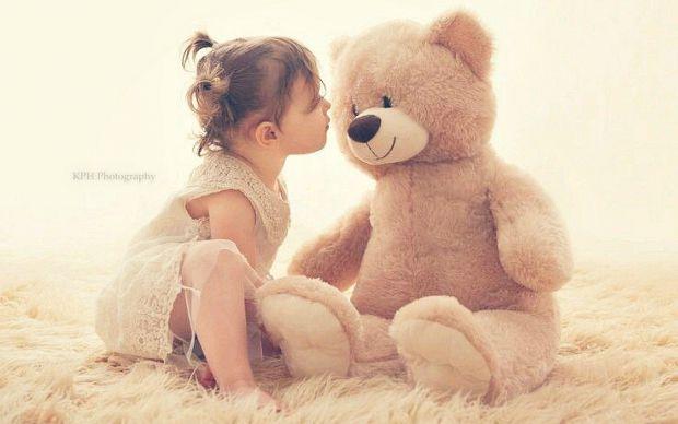 Упродовж дошкільного періоду дитині необхідні образні іграшки, але у різні вікові періоди вони виконують неоднакові функції у її психічному розвитку: