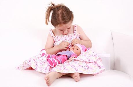 Вам знайома ситуація, коли дитина снідає, обідає і вечеряє зі своєю улюбленою іграшкою, грається тільки з нею, йде гуляти на вулицю з нею і навіть спи