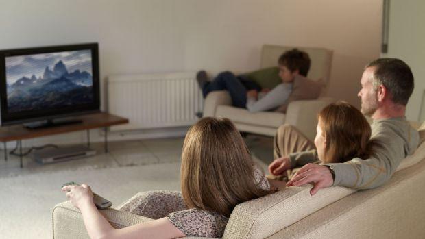 Виявляється, перегляд телепередач і серіалів на домашньому дивані провокує розвиток раку прямої кишки.