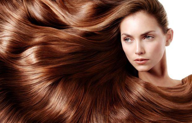 Під час опитування чоловіки зізналися, що жінка вже красива, якщо у неї довге волосся. Тому власницям короткої стрижки іноді хочеться поекспериментува