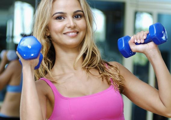 Якщо ви хочете схуднути, то відповідно розмір грудей зменшується із-за спалювання жиру. Але велику роль для підтримки грудей грають грудні м'язи (знах