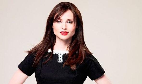 Британська співачка Софі Елліс-Бекстор вперше з'явилася на публіці з новонародженим сином.