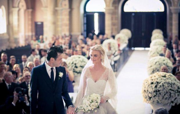 1. В Англії вважається, якщо наречена побачить на своєму платті павука, то пару чекає щасливе майбутнє (павук - символ удачі).