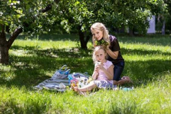 Відома телеведуча Ольга Фреймут поза напруженими зйомками все ж знайшла час для улюбленої донечки Злати, яка, між іншим, помітно підросла.