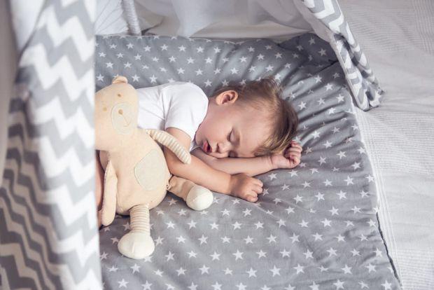 Спокійний сон дитини вночі – запорука гарного дня. Проте, 30-40% дітей мають проблеми зі сном. Коли колискові не допомагають, а колисати на руках нема