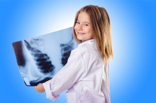 Євген Комаровський пояснив, чи шкодить здоров'ю дитини рентгенографія.