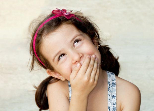 Часто батьки вимагають від дітей сказати правду неправильними методами, змушуючи їх брехати. Чому? Бо малюк елементарно боїться реакції мами чи тата н