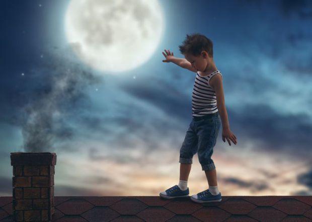 Іноді ходіння малюка через сон може налякати більше, ніж вам здається