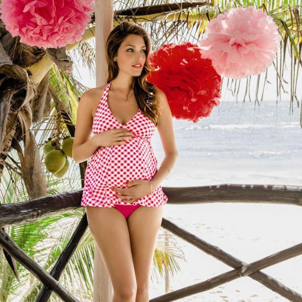 Стильні дизайни купальників для вагітних жінок.