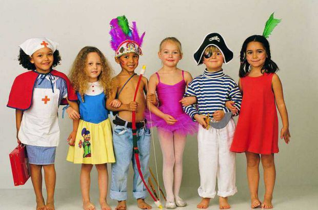 Заняття акторською майстерністю здатні зробити дитину не тільки артистичною, але і граціозною, адже в театральних школах часто проводяться уроки по тр