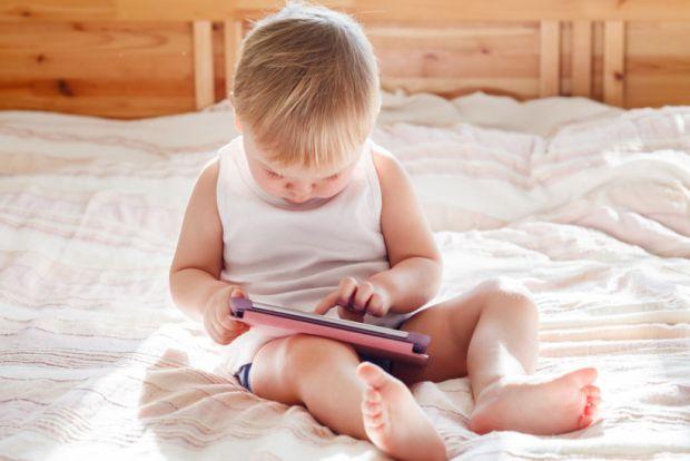 Якщо у вас дитина двох років, питання порятунку будинку від малюка та вгамування його допитдивомті буде нагальним, повідомляє сайт Наша мама.