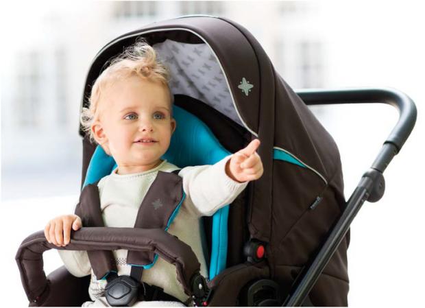 Якщо дитина проводить багато часу в дитячому кріслі, колясці або сумці-переносці, то згодом вона зіткнеться з затримкою в розвитку мовлення і фізичних
