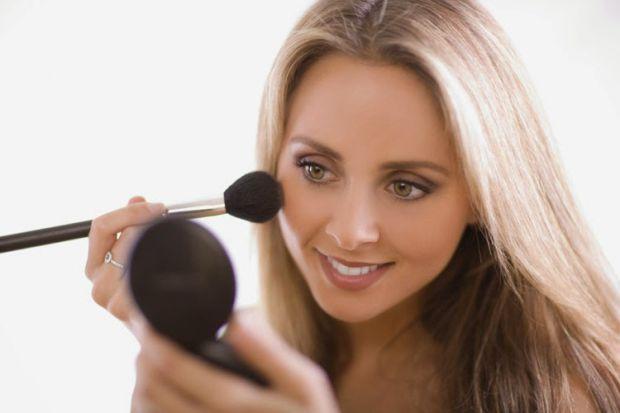 Ранній клімакс, попереджають медики, може наздогнати жінок, які змолоду захоплюються косметикою і взагалі є надто чистоплотними.