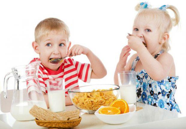 З'їж суп або кашу та отримаєш десертЇжа для дитини повинна бути не засобом для отримання ласощів, а тільки метод вгамування голоду. Обіцяти нагороду з