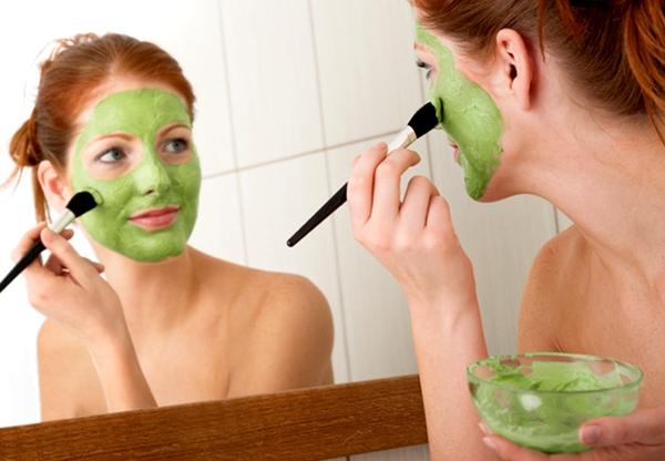 Прості рецепти від жирного блиску та розширених пор, які можуть врятувати ваше обличчя. Повідомляє сайт Наша мама.