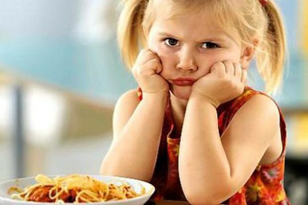 Макарони люблять більшість дітей, але батькам варто бути обережними з цим продуктом. Повідомляє сайт Наша мама.