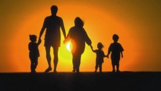 Багатодітною вважається сім'я, в якій виховується троє і більше дітей. Багато хто вважає, що батьки після третього перестають вважати на дітей, а житт