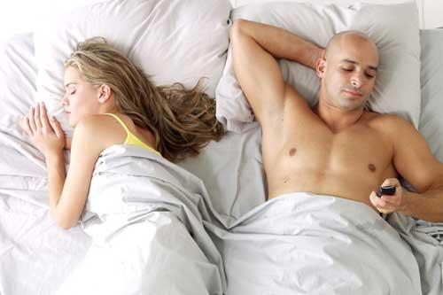 чоловік часто замислюється про те, що кохана йому зраджує, у нього змінюється склад сперми і зачаття дитини стає неможливим.