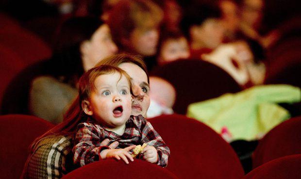 Похід в театр з дитиною має вплив на дитячу психіку. Тому подбайте про те, щоб у дитини  від вистави залишилися лише приємні враження. Особливо це сто